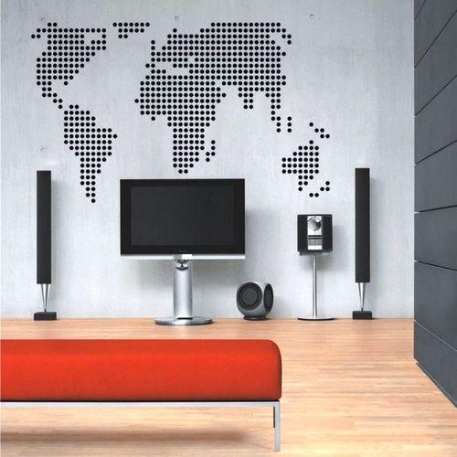 стилизованная карта мира на стене