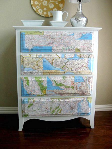 карта мира в интерьере на мебели