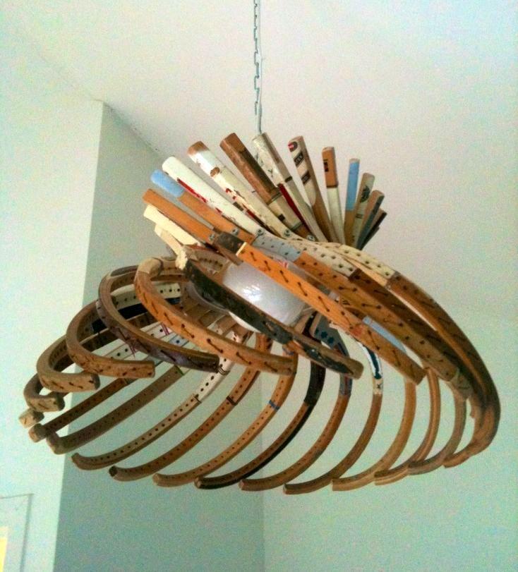 лампа из старых ракеток