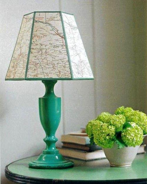настольная лампа с географической картой