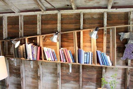 стремянки в интерьере - книжная полка