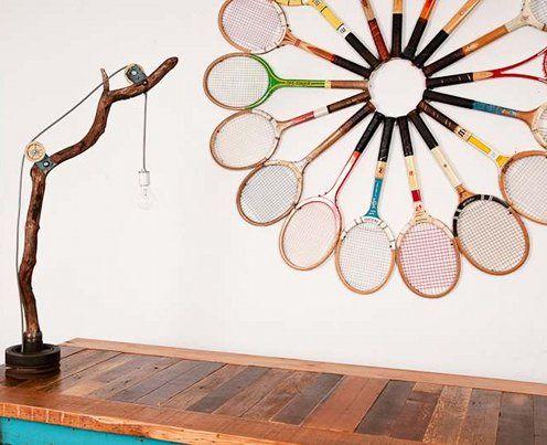 декор стен ракетками