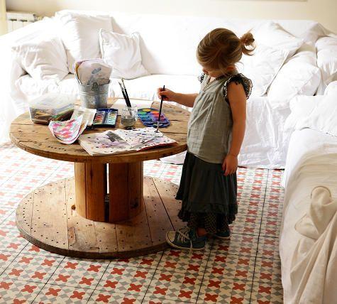 детский круглый стол своими руками из катушки