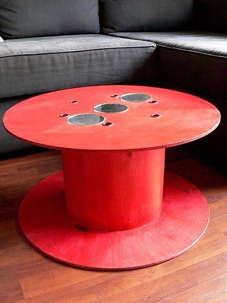 красный круглый стол своими руками из катушки для кабеля