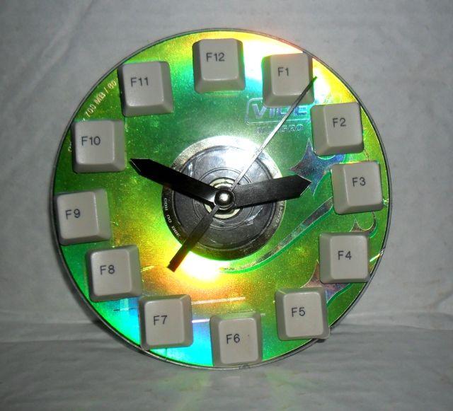 что сделть из старой клавиатуры - часы