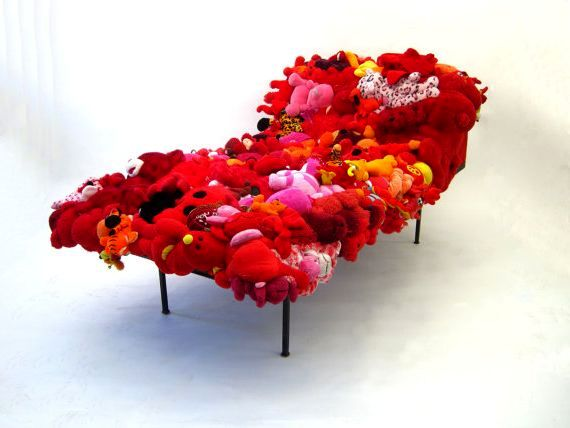 диван из мягких игрушек