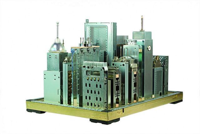 панорама города из деталей компьютера