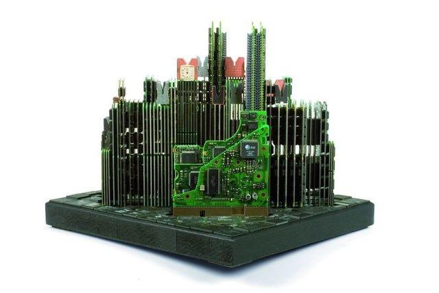 панорама манхэттена из деталей компьютера