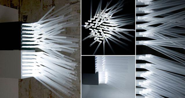 декор светильника пластиковыми трубочками