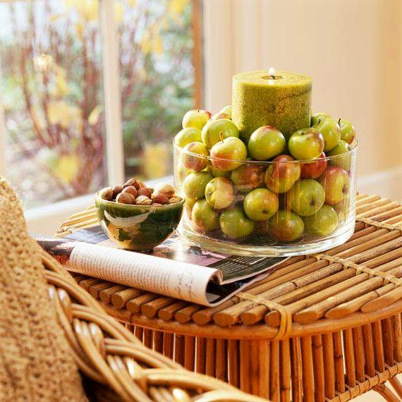 яблоки в подсвечнике