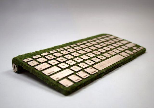 деревянная клавиатура с травой