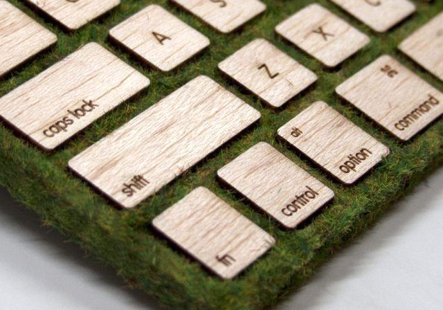 деревянная клавиатура с травяным покрытием