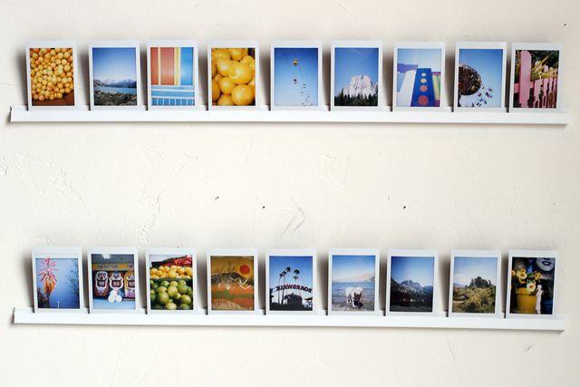 как повесить фотографии на бетонную стену