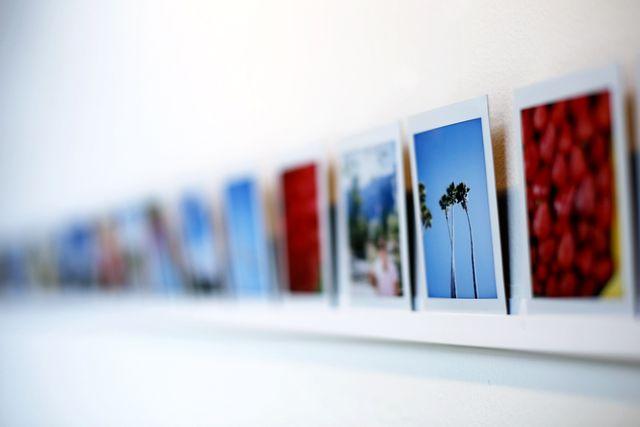 как повесить фотографии без гвоздей
