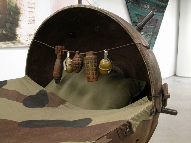 коляска из мины и игрушки из гранат