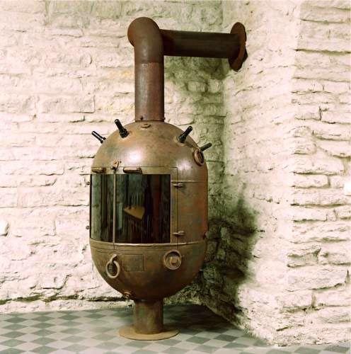 камин - топка из глубоководной мины