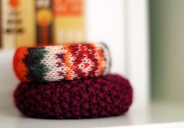 зимние вязаные браслеты своими руками