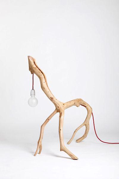 настольная лампа из веток дерева