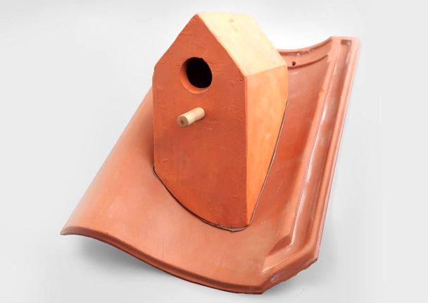 скворечник - домик для птиц на черепице
