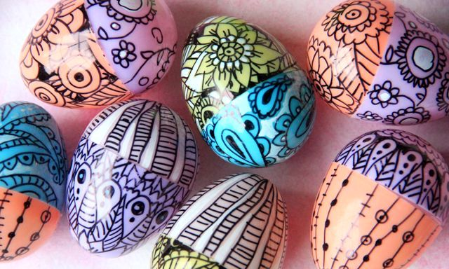 пластиковые пасхальные яйца