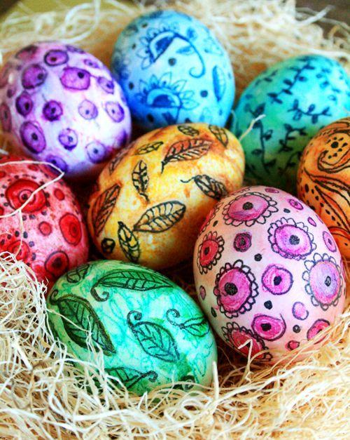 роспись пасхальных яиц акварелью и карандашами