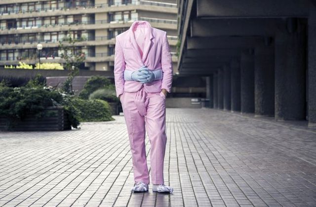 обнимающий пиджак