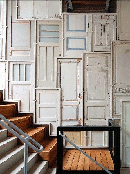 что сделать из старых дверей - панели на стены
