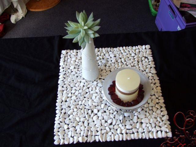 салфетка под тарелки из камешков своими руками