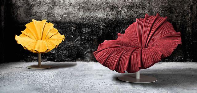 кресло в виде цветка гибискуса
