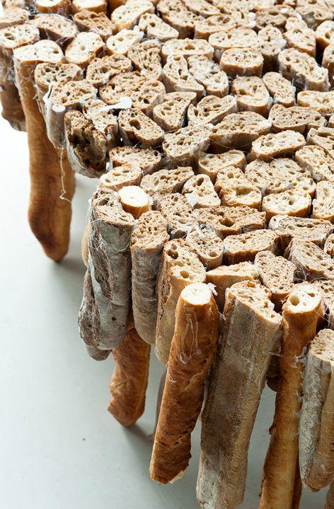 социальный проект - стол из черствого хлеба