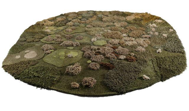 коврик, имитирующий моховую лужайку