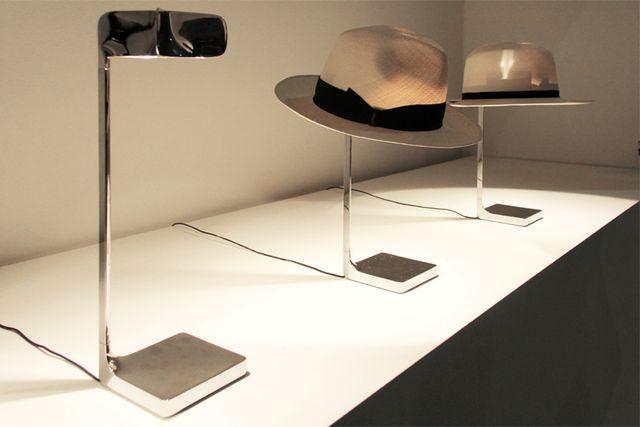 лампа - стойка для головных уборов