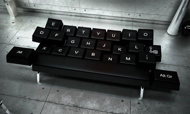 диван в виде клавиатуры qwerty