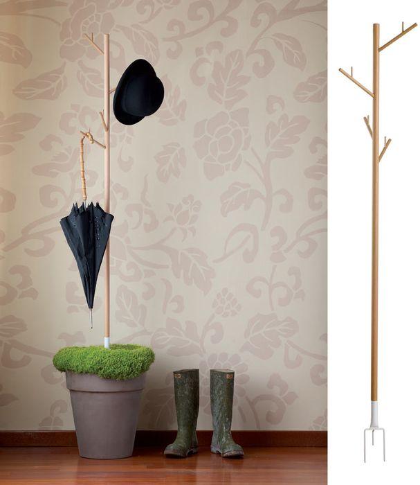 вешалка стойка для одежды и зонтов, которая втыкается в грунт