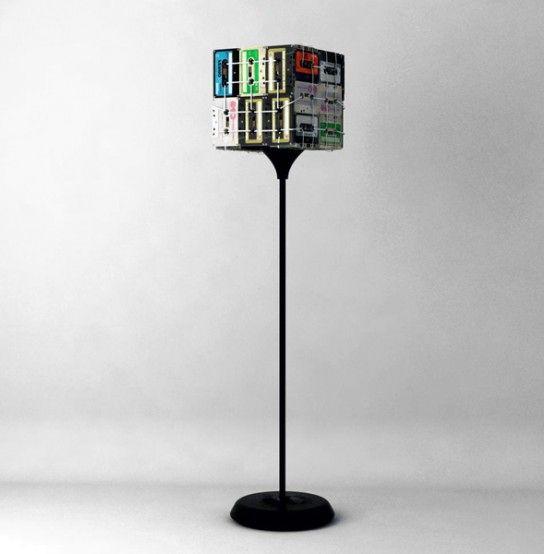 лампа из аудиокассет своими руками