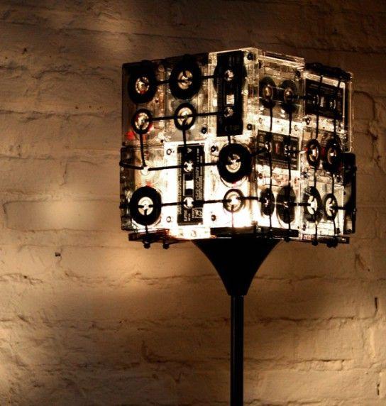 светильник своими руками из аудиокассет
