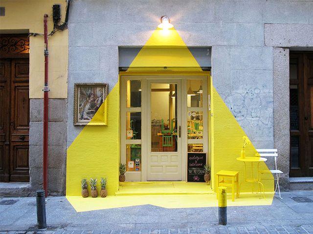 оформление фасада свет из желтой лампы