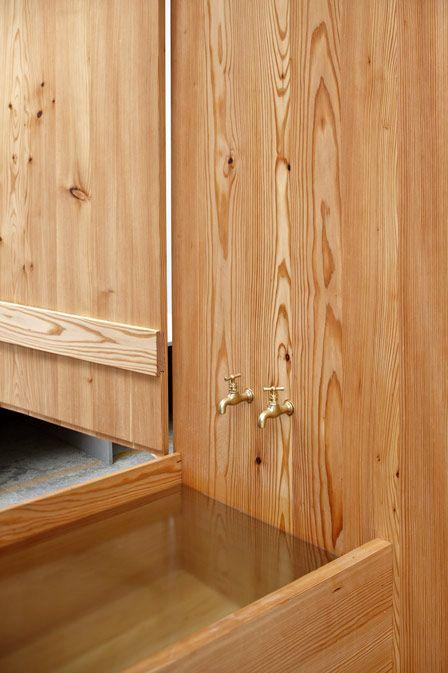 деревянная закрытая ванна с шкафом