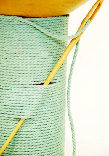 круглый табурет - катушка ниток