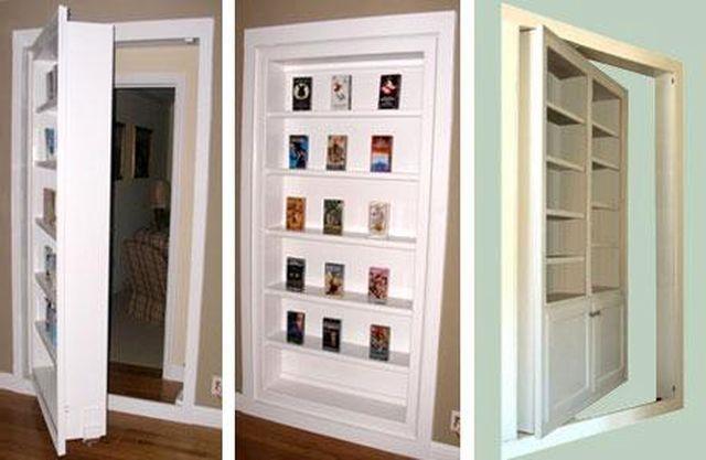 Удобный и необычный книжный шкаф-дверь