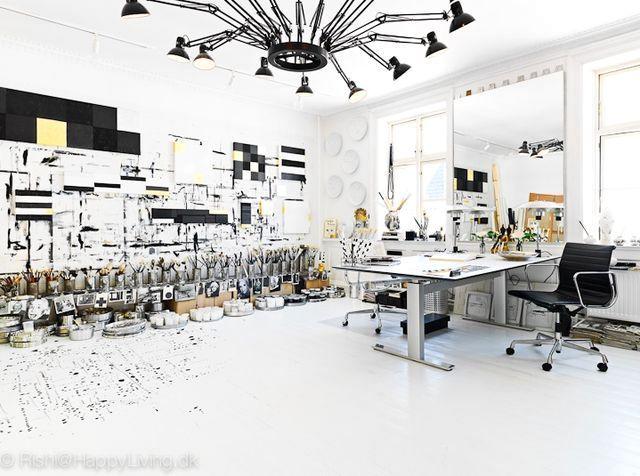 общий вид студии Tenka Gammelgaard в черно-белых цветах