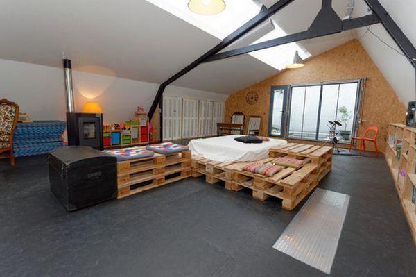 большая кровать с комодом своими руками из деревянных палет