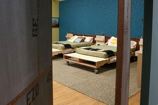 две кровати своими руками на колесиках из палет