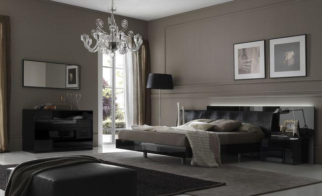 интерьер спальни в темно-серых оттенках