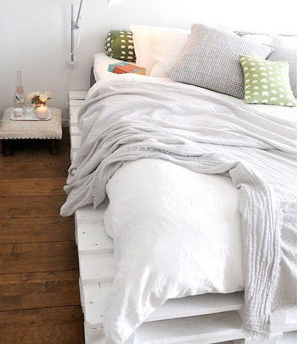 белая кровать своими руками из поддонов