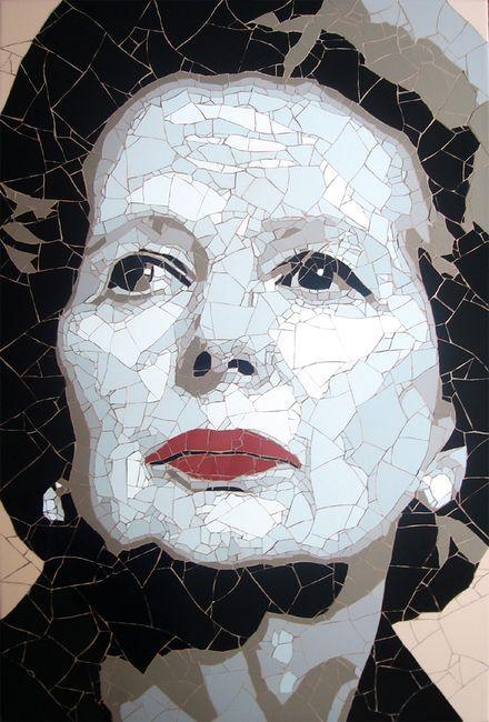 портрет Маргарет Тэтчер - мозаика из битой плитки