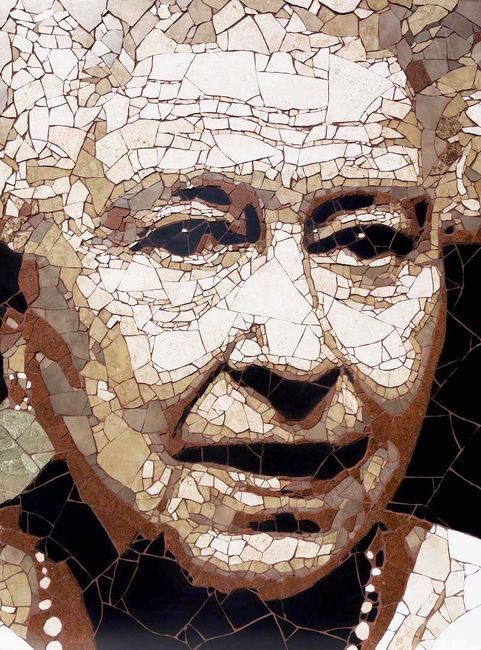 мозаика из битой плитки -портрет Елизаветы II