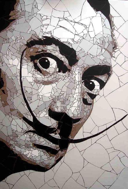 мозаика из битой плитки - портрет Сальвадора Дали