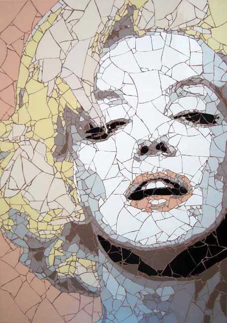 мозаика из битой плитки - портрет Мэрилин Монро