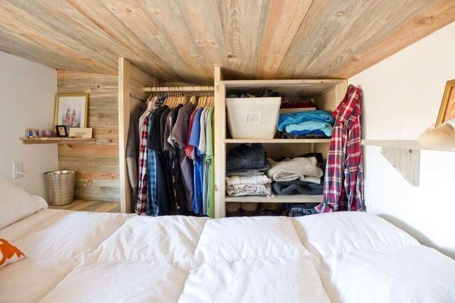 гардероб в спальне дома на колесах